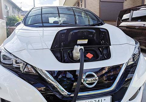 1台の電気自動車を「V2H」でまかなっています。